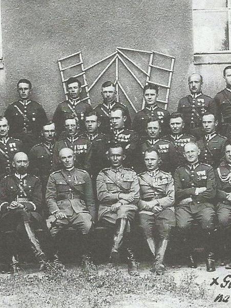 Mieczysław-Mozdyniewicz-i-wizytujący-70-PP-marszałek-Rydz-Śmigł12.jpg