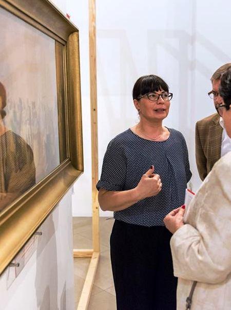 Paulina-Vogt-Wawrzyniak-na-otwarciu-wystawy-czoło.jpg
