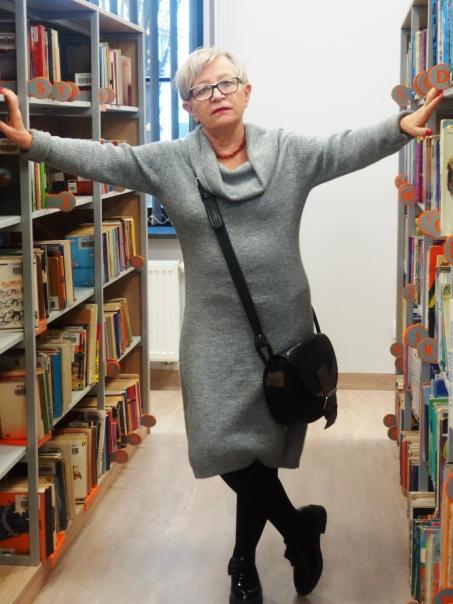 Babcia-w-bibliotece.jpg
