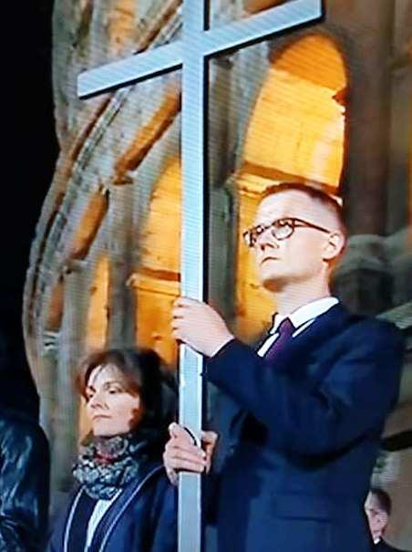 Pleszewianin niósł krzyż w rzymskim Koloseum