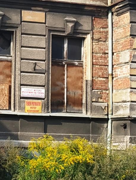 Budynek pod nadzorem budowlanym!