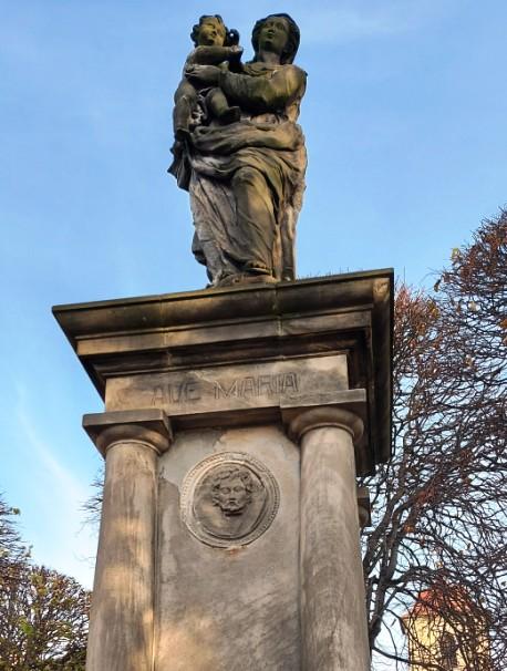 Odnowią figurkę przy Placu Kościelnym