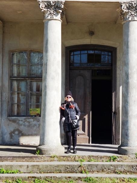 Wiosennie przy pałacu w Żegocinie