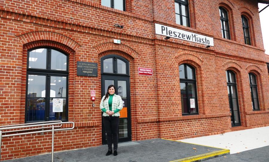 zuzanna-Musielak-Rybak-przed-stacja-czolo.jpg